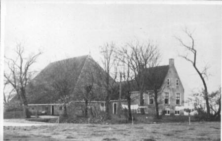 Het oude woonhuis afgebroken in 1957 (foto J.Y. Galama)
