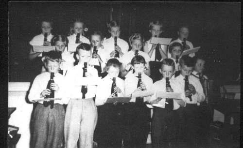 Blokfluitclub onder leiding van Meester Frans Gerard Griepsma in 1959-60