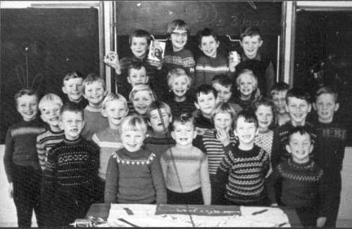 NR868 Nr 868 CVO Kinderen voor het schoolbord 1963 Meester Griepsma was jarig