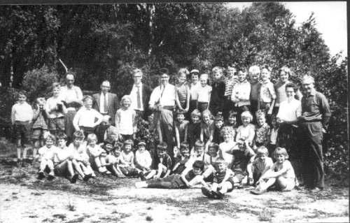 NR870 CVO Schoolkinderen in het Bos ca 1962