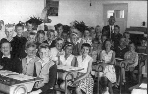 NR871 CVO schoolklassen 4.5.6. Meester J Walinga ca 1962-1963