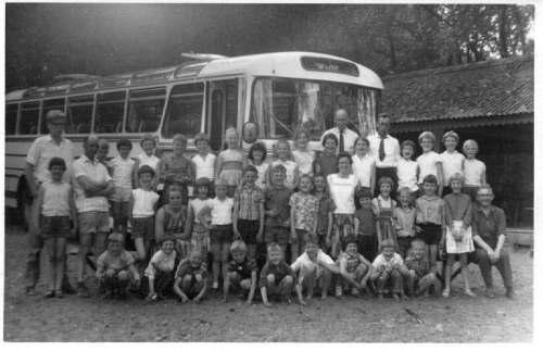 NR875 CVO schoolreistje met ZWH bus ca 1966