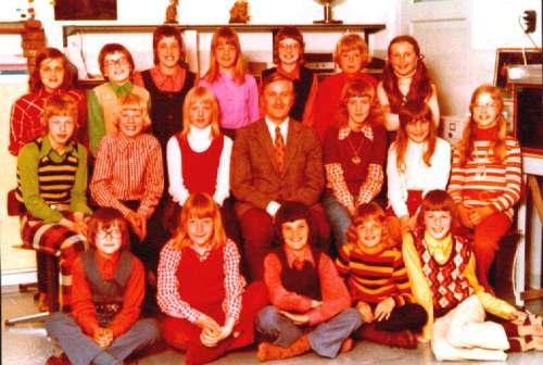 NR882 CVO schoolkinderen in klas met Meester Jan Dijkstra schooljaar 1972-1973