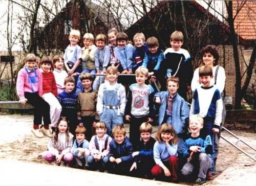 Groepsfoto van de basisschool Tjerkwerd 1985