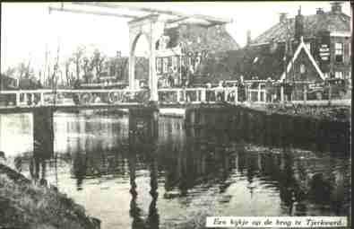 """brug4Een kijkje op de brug te Tjerkwerd. Foto uit een """"Fan Fryske Groun."""" van ± 1930"""