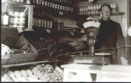 Freek Schakel in zijn winkel