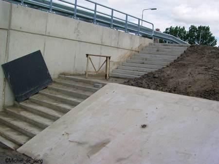 De trap naar de bushalte