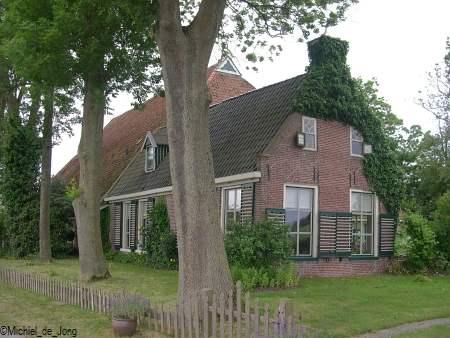 Het is een prachtige Friese boerderij.