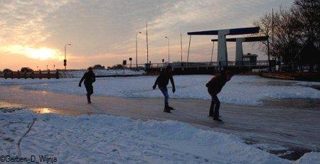 5. De sinne sakket yn in bêd fan skieppewolkjes. Gjin goed teken. Foto: Gerben D. Wijnja. sneon 11.02.2012